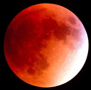 SCOTT TAYLOR/U.S. NAVY The supermoon eclipse that was visible this past Sunday was the first since 1982.